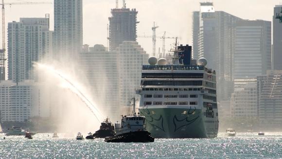 El barco zarpó del puerto de Miami. Foto: AFP