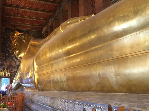 Wat Pho alberga un gigante Buda reclinado de 46 metros de largo y 15 de alto. Foto: Déborah Friedmann