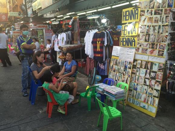 Khao San Road, calle de mochileros y compras en Bangkok. Foto: Déborah Friedmann