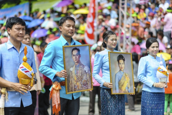 Las imágenes del rey y la reina de Tailandia aparecen en casi todos lados. Foto: Déborah Friedmann
