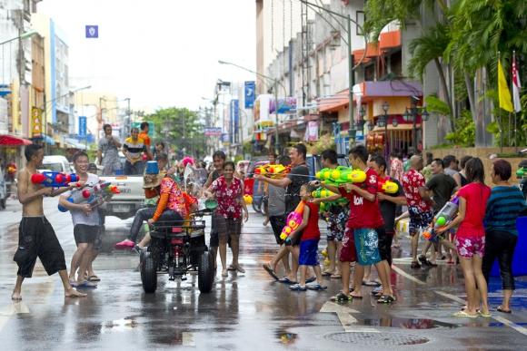En Tailandia el año nuevo, que se festeja en abril, viene con guerra de agua. Foto: Tourism Authority of Tailand