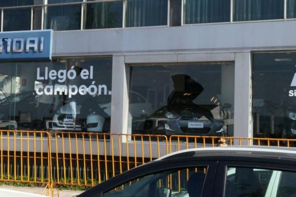 Destrozos en la rambla durante los festejos de Peñarol. Foto: Darwin Borrelli.