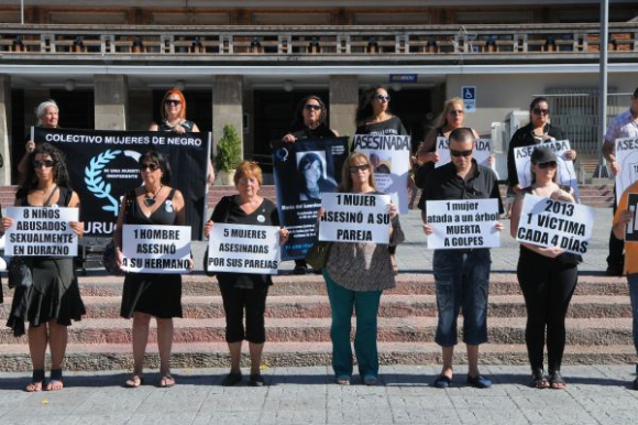 El Colectivo Mujeres de Negro es una de las organizaciones que mantiene un seguimiento de casos en Uruguay. Darwin Borrelli