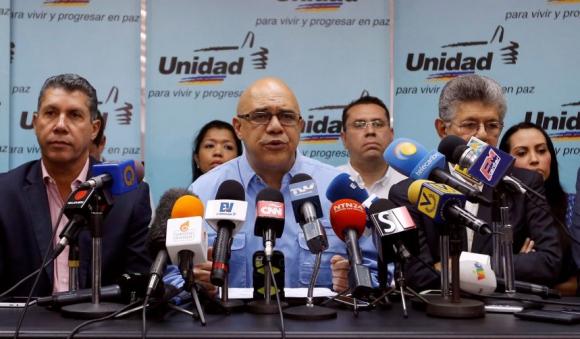 Jesús Torrealba, portavoz de la Mesa de la Unidad Democrática (MUD). Foto: Reuters
