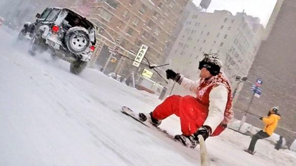 Snowboard en las calles de Nueva York gracias a
