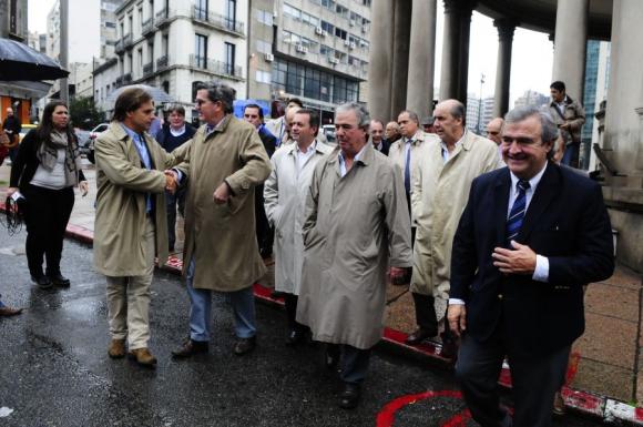 Legisladores de la oposición llegaron juntos al Juzgado de Crimen Organizado a presentar sus denuncias. Foto: Archivo.