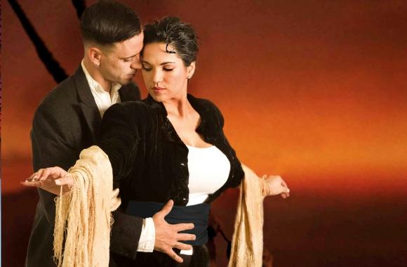 Majo y Lolo en la piel de Rose y Jack, de Titanic. Foto: Leo Mainé