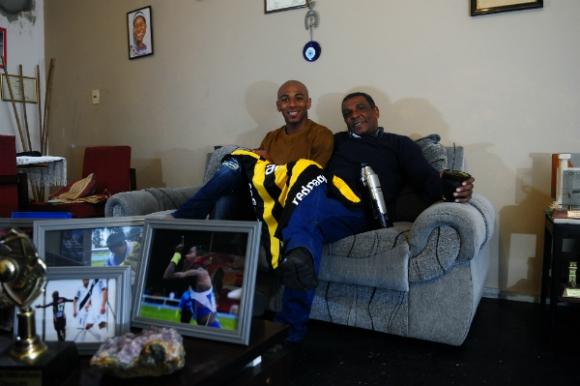 Elio y Ángel Rodríguez, unidos por la pasión por el deporte en general y el fútbol en particular. Foto: Fernando Ponzetto