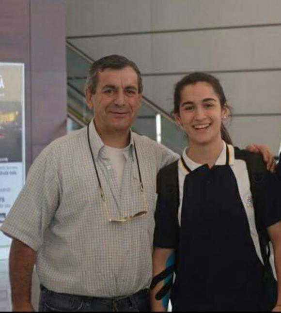 Ernesto Lorenzotti cumplió el sueño de su hija María Pía: creó su propio club de ping pong y le regaló una mesa profesional.