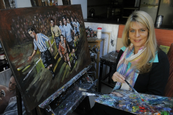 Gabriela Acevedo en plena creatividad (Foto: Ariel Colmegna)