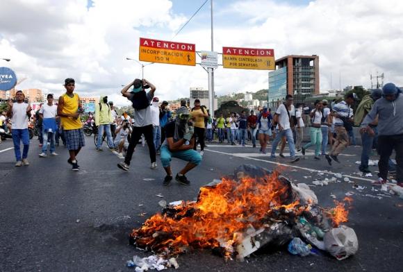 Enfrentamientos en Caracas. Foto: Reuters