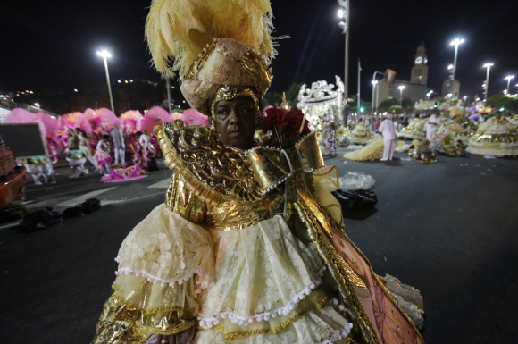 Marcia Galvao de Mangueira espera para su desfile. Foto: AFP
