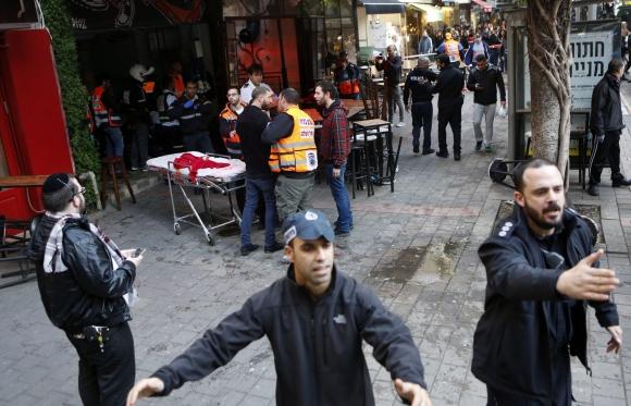 El terror ganó a los comensales del restaurante en Tel Aviv. Foto: EFE