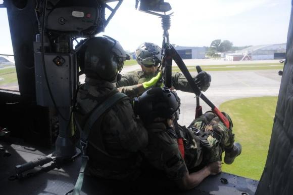 Grupo de rescatistas de la Fuerza Aérea Uruguaya. Foto: Ariel Colmegna