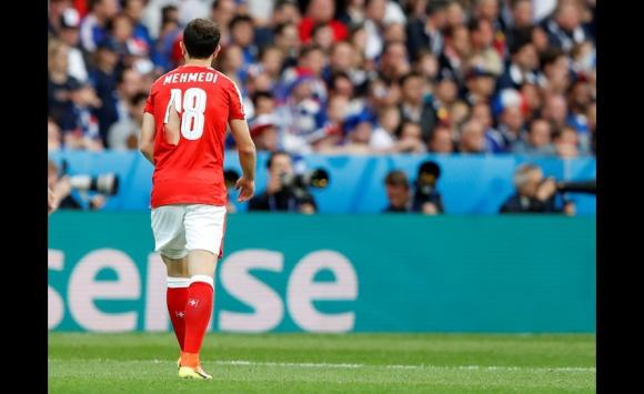 Las camisetas rotas de Suiza en el partido ante Francia. Foto: Reuters