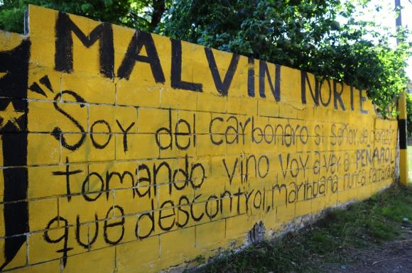 Pintadas de Nacional y Peñarol en muros y fachadas. Foto: M. Bonjour
