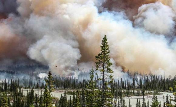 Imagen del incendio de Alberta tomada por la