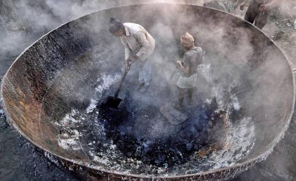 Trabajos insalubres en Calcuta. Foto: Sudipta Dutta Chowdhury.