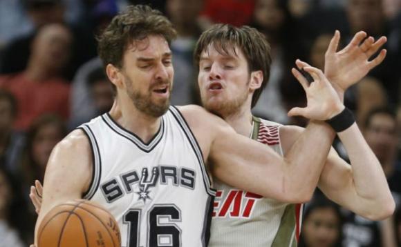 San Antonio Spurs venció anoche a Miami Heat. Foto: AFP.