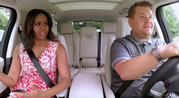 Michele Obama junto a James Corden. Foto: Captura YouTube