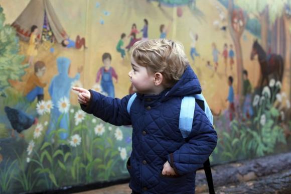 El príncipe Jorge en su primer día en la guardería. Foto: Reuters