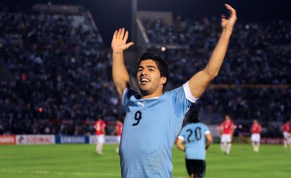 El partido en el que Luis Suárez le anotó 4 goles a Chile. Foto: AFP