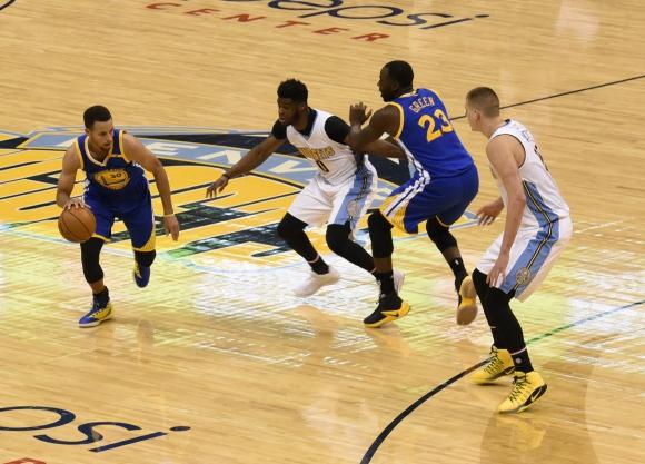 Los Golden State Warriors vencieron a Denver Nuggets. Foto: EFE.