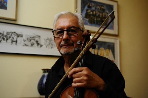 Daniel Lasca, concertino de la Ossodre y la Filarmónica de Montevideo (Foto: Marcelo Bonjour)