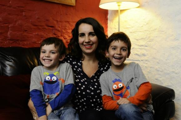 Magdalena Piñeyrúa con Manuel y Guillermo. Foto: Darwin Borrelli