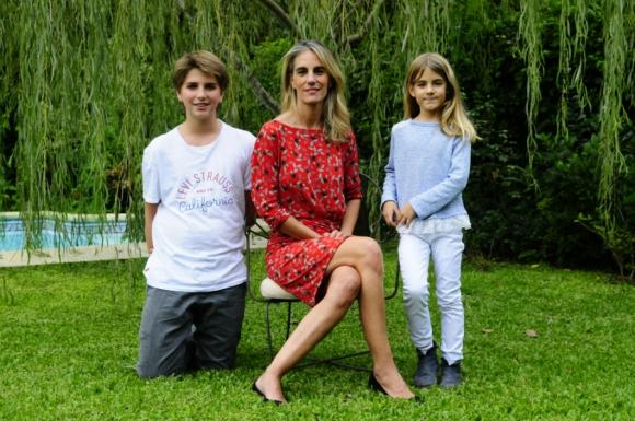 Adela Dubra con Juan y Adela. Foto: Marcelo Bonjour