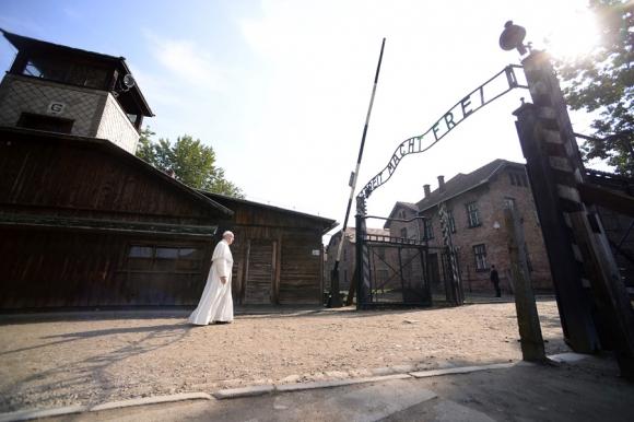 El Papa visitó el lugar donde funcionaba el campo de exterminio de Auschwitz. <br>Foto: AFP