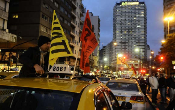 Manifestación del Suatt frente a la IMM. Foto: Darwin Borrelli