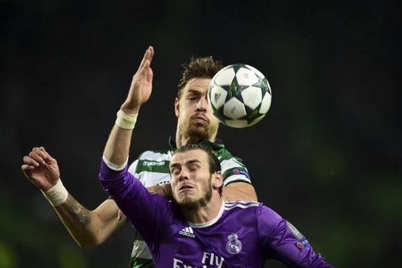 Sebastián Coates peleando el balón con Gareth Bale. Foto: AFP
