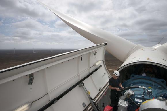 Aumentó la llegada de equipos para generación de energía eólica. Foto: AFP