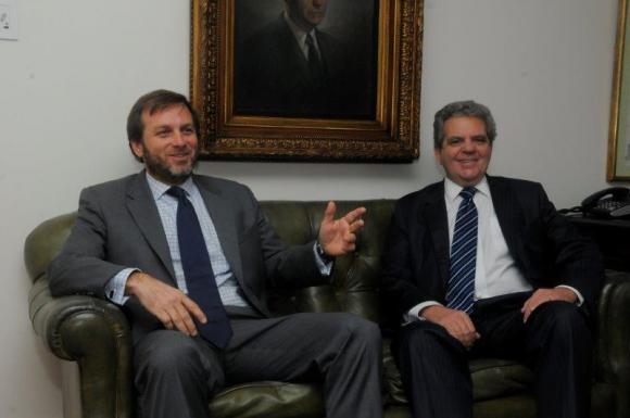 Los abogados Fernando de Posadas y Tomás guerrero analizaron las fortalezas de una firma de servicios profesionales multidisciplinario que tiene una destacada presencia en urguay con proyeccióninternacional.