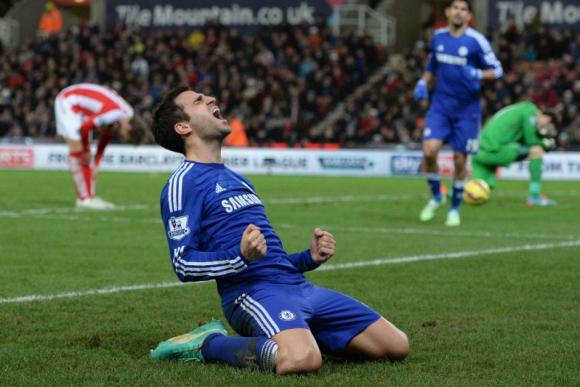 Cesc Fábregas celebra el segundo gol de Chelase ante Stoke City. Foto: AFP.