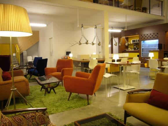 Servicios. Los coworkers acceden a espacios flexibles, lockers y conserjería.