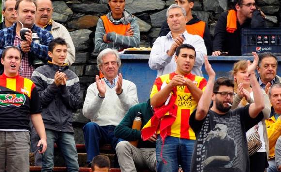 Tabaré Vázquez asistió al partido entre Rampla Juniors y Progreso. Foto: Fernando Ponzetto