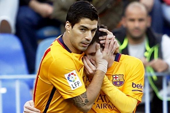 Messi y Suárez festejan el segundo gol del Barcelona. Foto: EFE