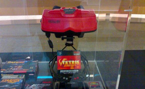 Esta es la consola Virtual Boy, creada por Nintendo en 1995. Foto: Flickr @fernand0.