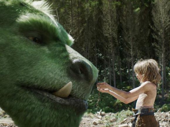 Un dragón cría a un niño que llega al bosque tras un accidente automovilístico.