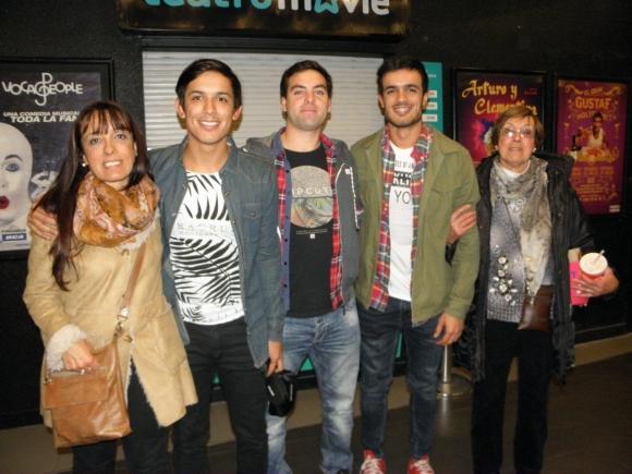 Marcos 'Paiu' Ifrán, baterista de Márama, con familia y amigos.