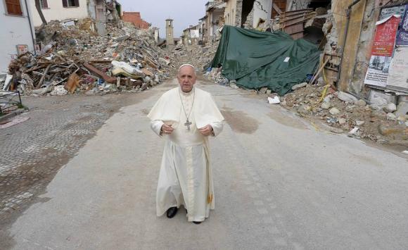 Papa Francisco en Amatrice. Foto: Osservatore Romano.