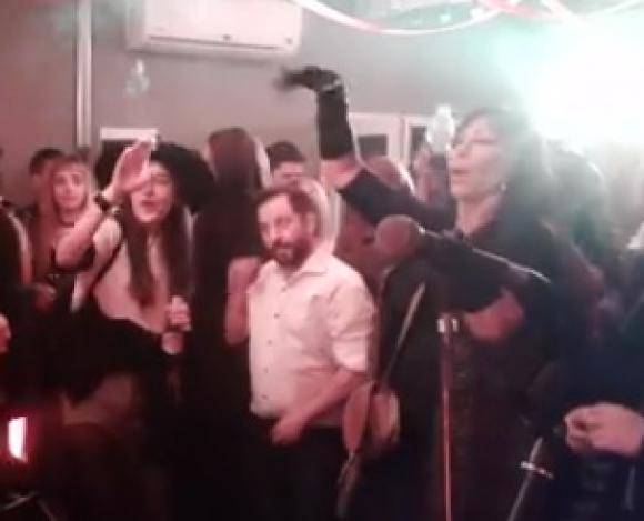Ottavis y Moria en la fiesta. Foto: Captura