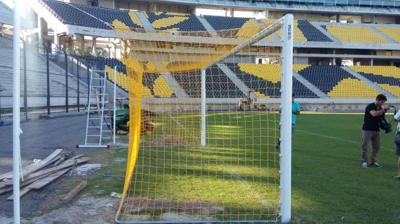 Arco y red en el estadio de Peñarol. Foto: @aalonso1891