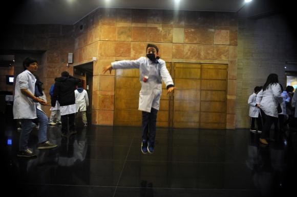 Niños de escuelas rurales asistieron a una función del Ballet Nacional del Sodre. Foto: Fernando Ponzetto