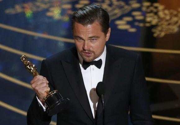 Leonardo Di Caprio levantó su primer Premio Oscar. Foto: Reuters