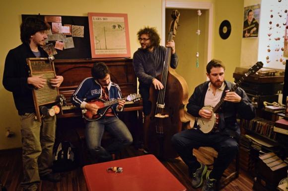 Los Prolijos están siempre haciendo cosas, componiendo, preparando shows y tocando. Foto:A. Pintos