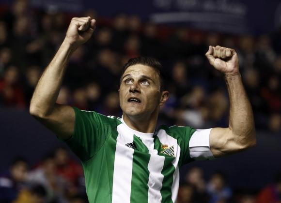 Joaquín anotó el primer tanto del Betis con una gran definición. Foto: EFE