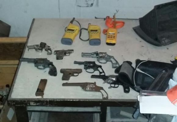 Armas encontradas en el operativo, la mayoría en mal estado. Foto: Ministerio del Interior